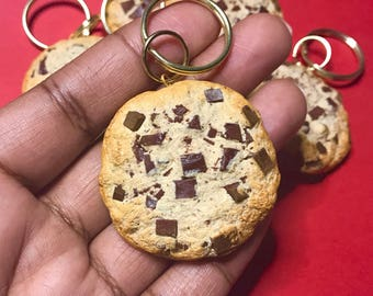 Handmade polymer clay keychain, cookie keychain, cute, gifts, chocolate chip cookie, fake food, highly realistic