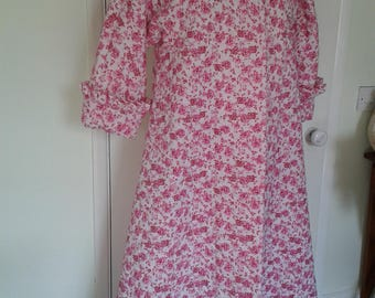 Vintage 60s Style 1065 home made quilted roses robe/gown 14/16 Ideal Xmas gift