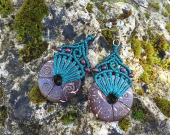 Ethnic macrame earrings with carved coconut - green beetle