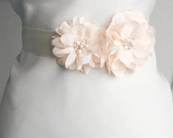 Pale Blush Pink Flower Bridal Sash Wedding Sash Floral Sash Ivory Belt Pale Pink Flower Belt Wedding Dress Sash, Rose quartz sash, pink belt