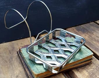 Tin And Wire Over The Rim Soap Holder For Claw Foot Tubs
