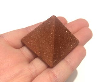 Goldstone pyramid polished point small