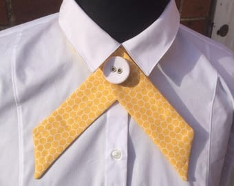 Honeycomb print yellow and white crossover necktie