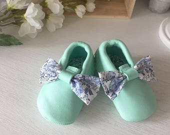 Moccasins baby green leatherette with water and Liberty Bliss Denim