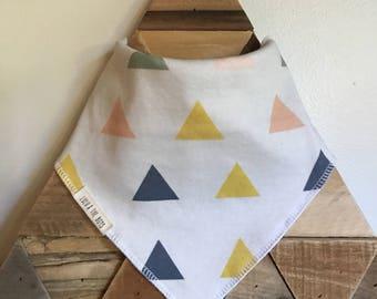 big triangle pattern bandana bib//bandana bib with big triangles//bib with triangles