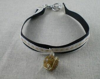 Bra075 - Pearl Bracelet black and beige beige