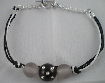 Bra028 - Black and White Pearl Bracelet