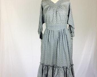 Laura Ashley dress| vintage dress | vintage floral dress | perfect autumn dress | size M/ Medium