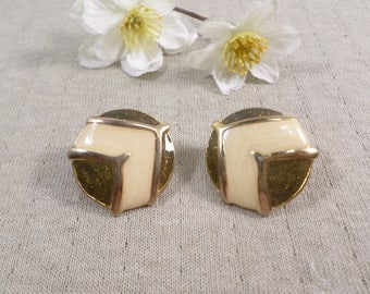 Beautiful Vintage Gold Tone Pair Of Enamel Clip On Earrings  DL#3181