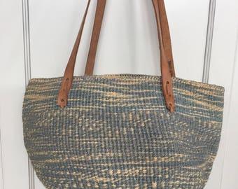 Vintage sisal market bag - jute carry all