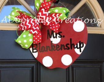 Teacher Gift Personalized Teacher Door Hanger, Apple Door Hanger, Personalized Teacher Appreciation Gift, Classroom Decoration,Teacher Gift