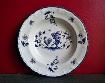 Plate Moustiers old wall in porcelain stoneware faiencerie of Haute Provence from 1950 to decorative grotesque blue