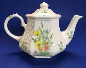 A Classic Floral Patterned Basket Weave Sadler Vintage Teapot English pottery