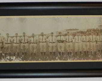 Spectacular 1910 Pittsburgh Pirates Baseball Team Framed Panoramic Photograph with Honus Wagner