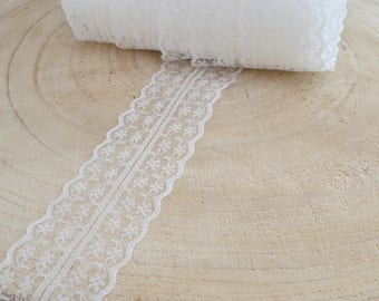 Lace fine off-white width 4 cm