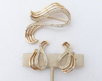 Kramer of NY Brooch and clip on earring set AN12