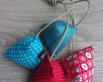 "Humbugs deco collection ""Clarisse"". Set of 4 stuffed. Red and turquoise tones."