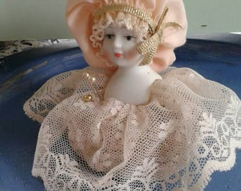 Lady in Waiting pin cushion
