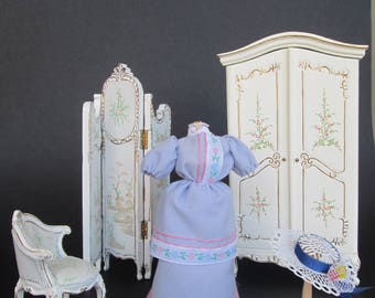 OOAK dress of 1890 in 1:12 scale for dolls and dollhouse. Miniature by Paola&Sara Miniature. Dress, mannequin, hat, doll, dollshouse.