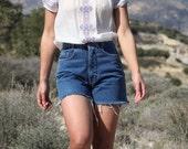 Blue vintage Faketti cut jeans denim high waist shorts.size 26
