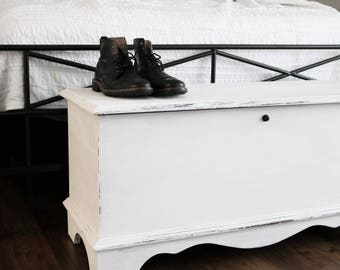 SOLD OUT Farmhouse Hope Chest, White Vintage Bench, Bedroom Chest, Bedroom Bench, Reclaimed Wood Chest, Hope Chest Furniture, Toy Chest