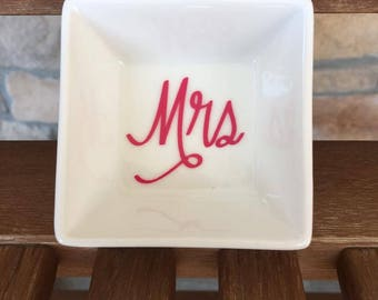 Ring Dish, Mrs Ring Dish, Engagement Ring Dish, Bridal Shower Gift, Ring Holder, Engagement Gift, Jewelry Dish, Engagement Ring Holder