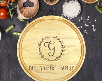 Custom Round Cutting Board, Personalized Round Cutting Board, Wedding Gift, Gift for Couple, Bridal Shower Gift, Christmas, Name, B-0094