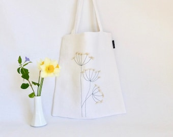 tote bag white embroidered flower / white tote bag / aniseed embroidered bag / embroidered wild flowers / flower pattern bag / nature / natural