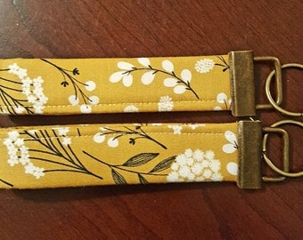 Gold with White Flowers Key Fob