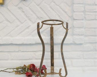 "Vintage Chippy Wrought Iron Plant Stand, 17"" Tall holds 6"" Pot"