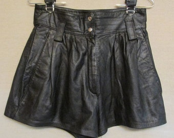 """Vintage 1980's Wilson's Black Leather High Waisted Hot Pants Shorts Size 28"""" Waist"""