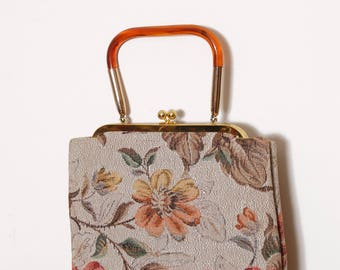 Vintage 50s tapestry handbag / floral fabric purse / tortoise lucite handle bag