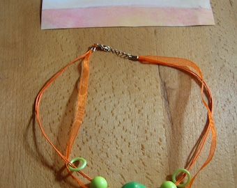 collier fantaisie femme perles et pompons orange et vert,accessoire de mode,bijoux