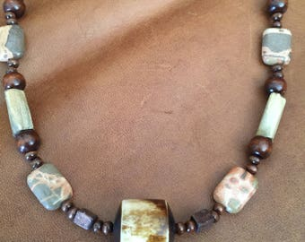 Really Pretty Wood and Gemstone Necklace