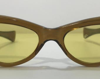 20% OFF | 1970's | Cat Eye Sunglasses | brown/yellow color