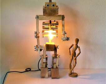 Giant robot pallet wood lamp