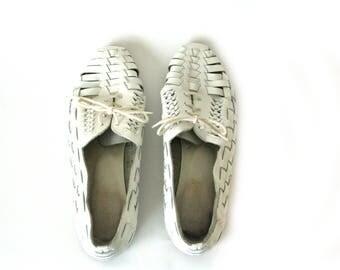 White Lace Up Huarache Leather Sandals/Oxfords Vintage Womens Shoes Size 6.5 US