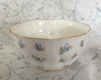 Royal Albert Blue Heaven Sugar Bowl Scalloped Edge Gold Trim  Free Shipping