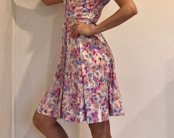 Pretty 70s-80s Floral Summer Day Dress in Soft Pink, Apricot & Blue, with Waist Tie and Button Up Front