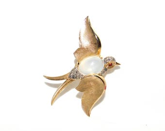 Vintage 1960's CROWN TRIFARI FANTASIES Collection Gold Toned Swallow Bird Moonstone 'Jelly Belly' Pin Brooch