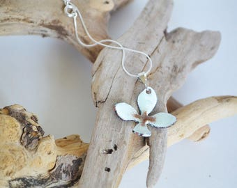 Light Turquoise and Brown Flower Pendant Necklace