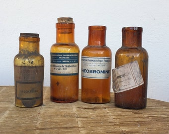 ensemble de vieilles et anciennes bouteilles flacon de pharmacie en verre soufflé_set of old and old bottles of blown glass pharmacy bottles