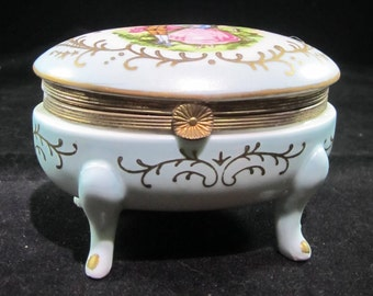 A small trinker box with legs
