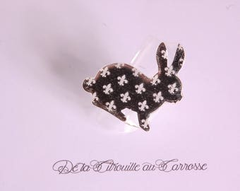 Silver rabbit ring, lily flower pattern