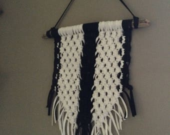 "Macrame on Driftwood ""black & hittite"""