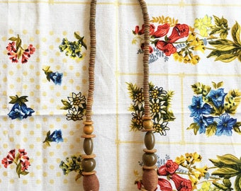 Necklace vintage retro with round wood beads