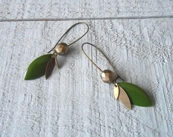 Glass bead, sequin enameled khaki and bronze earring
