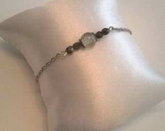 Bracelet with glass beads and silver metal chain