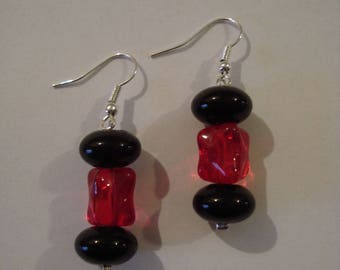 Earrings red black beads