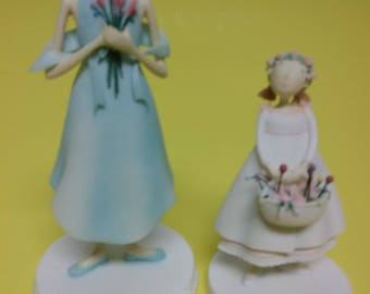 Figurines woman and girl